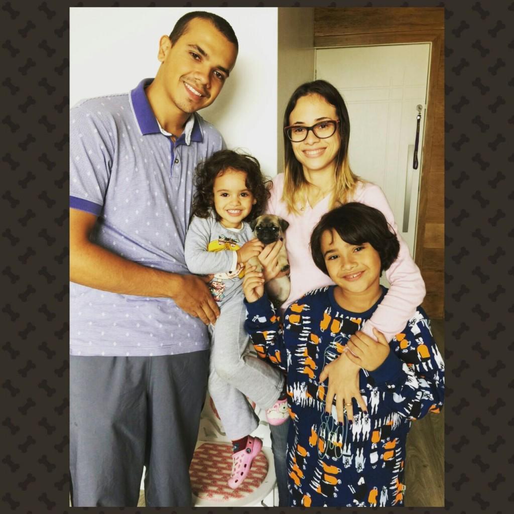 Renan & Bruna com seus filhos Sofia  e Guilherme e o filhote Coraline – São Paulo/SP.